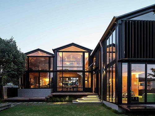 重钢和轻钢混合做成的新型别墅住宅